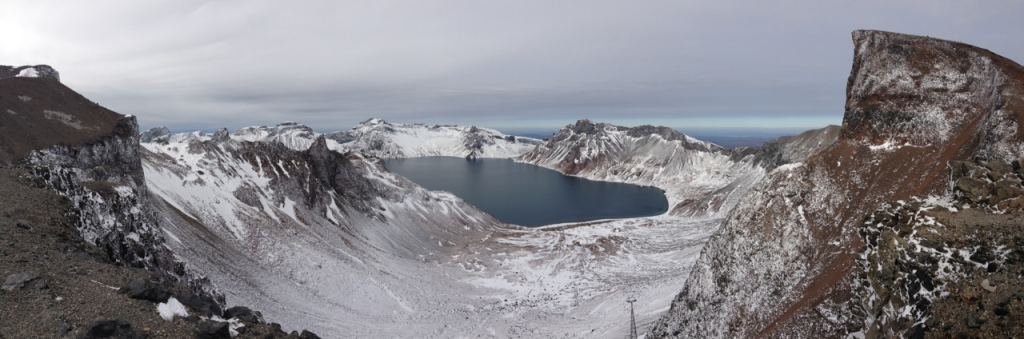 Paektu_crater_winter